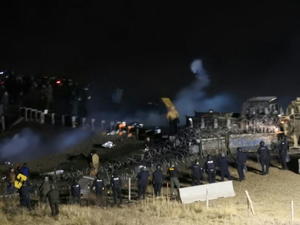 Policía y manifestantes se enfrentan durante protesta contra oleoducto e...