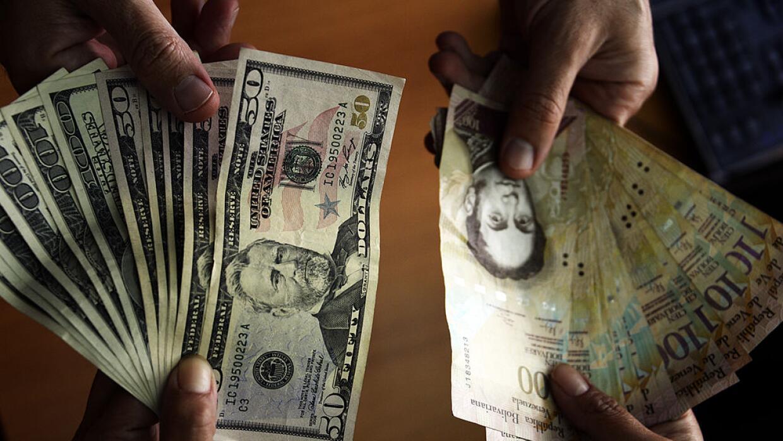 El dólar paralelo en Venezuela acelera su alza y supera los 1,000 bolíva...