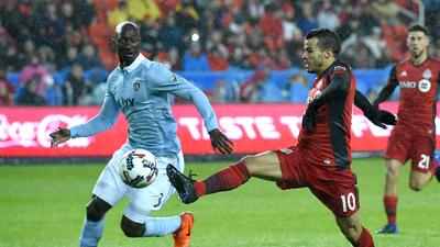 Sebastian Giovinco Ike Opara Toronto FC vs Sporting KC