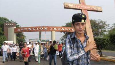 La caravana del Viacrucis Migrante de México, encabezada por el sacerdot...