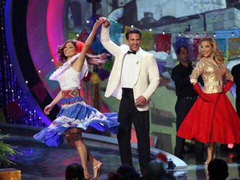 Y todo comenzó bailando.... el actor Jorge Aravena se dejó...
