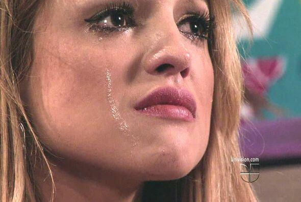 Además sus lágrimas han caído por amor, ¡toda...