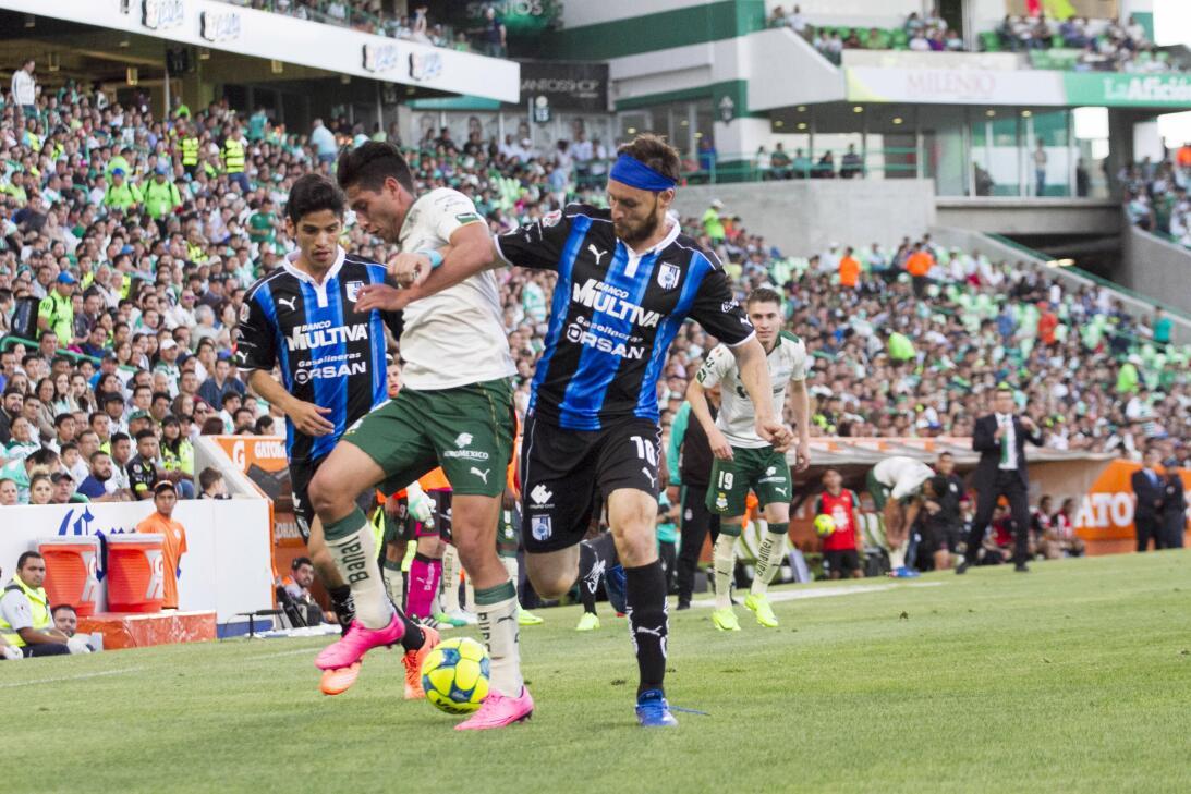Santos gana a Querétaro y sueña con calificar Jorge Flores Santos y Gera...