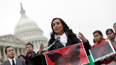 Erika Andiola en una protesta frente al Capitolio (foto de archivo)