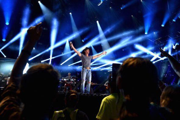 12. Tim McGraw; 476,912 dólares; 36.13 dólares.