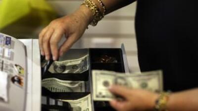 En Estados Unidos el gasto de los consumidores equivale a casi el 70% de...