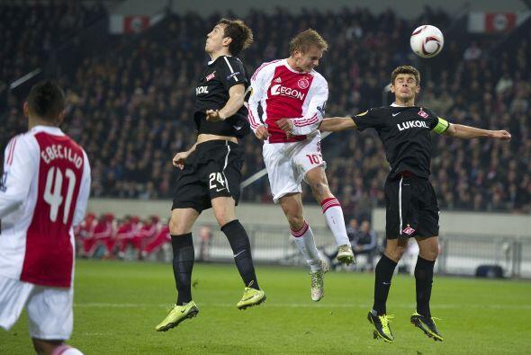 En el caso de un par de equipos holandeses, el Ajax de Amsterdam cayó an...