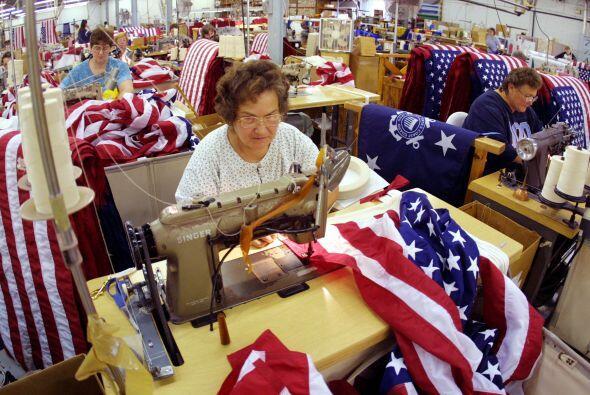 $51.7 MILLONES- Es la cifra reportada por la venta de banderas en 2001,...