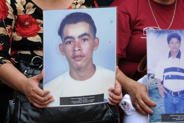 De esta matanza se acusó al grupo narcotraficante Los Zetas, una...