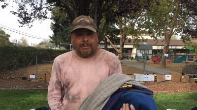 Pedro Contreras perdió su hogar y su empleo por los fuegos en Sonoma, Ca...