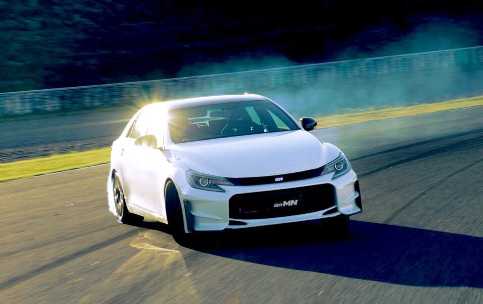 Gazoo Racing presenta versión deportiva del Toyota Prius toyota-unveils-...