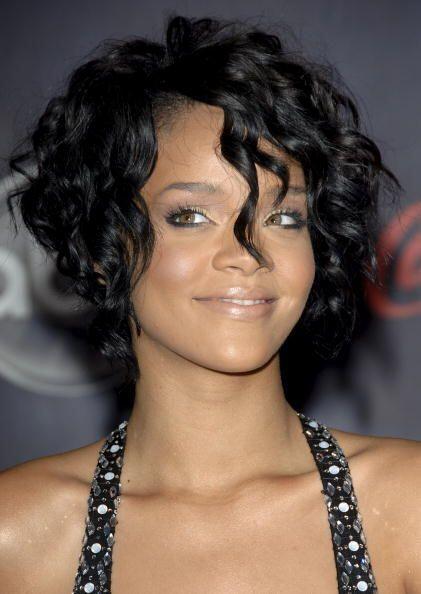El tipo de cabello tampoco influye demasiado, pues melenas lacias y riza...