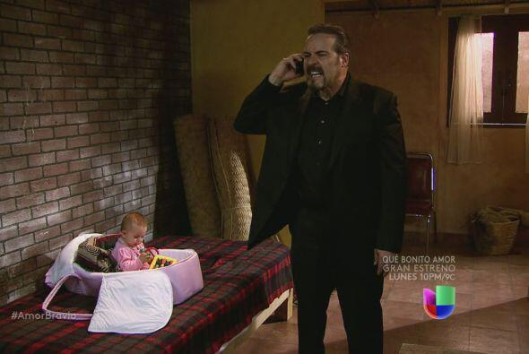 Dionisio llama a Daniel y le dice que su hija está bien. Pero quiere a c...