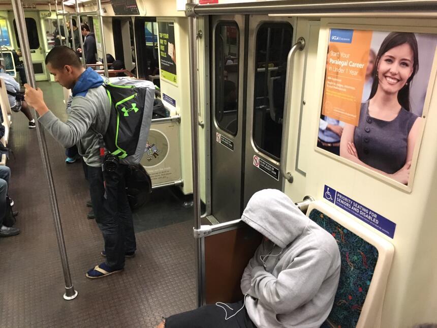 Un día normal, así fue para muchos pasajeros del metro angelino.