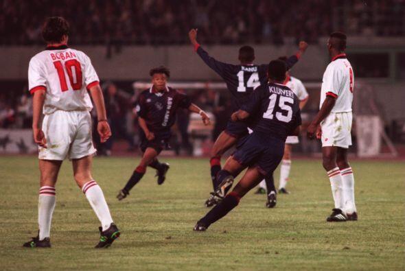 Patrick Kluivert: En 1995 el Milan quería hilar su segundo t&iacu...