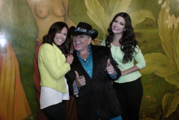 Karla y Anita muy bien acompañadas de Samy.