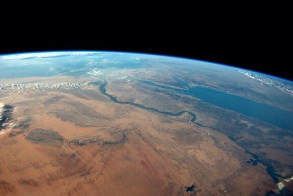 Desierto de Egipto   y el Mar   Rojo   en una tarde   sin nubes ...