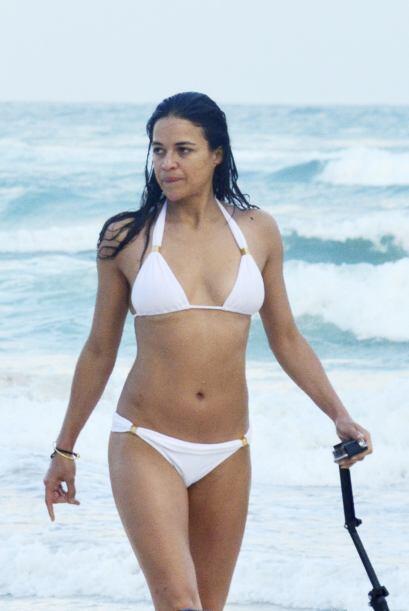 Así tomó color la piel de Michelle Rodríguez.