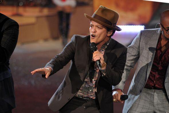 Y Bruno Mars con 75,177