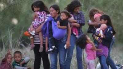 Niños de la frontera interntando ingresar a Estados Unidos.