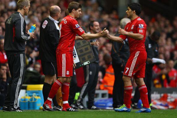 Steven Gerrard ingresó en lugar de Suárez. Fue la vuelta del capitón lue...