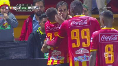 Cabezazo letal de Ruiz: sella el 2-0 ante Árabe Unido