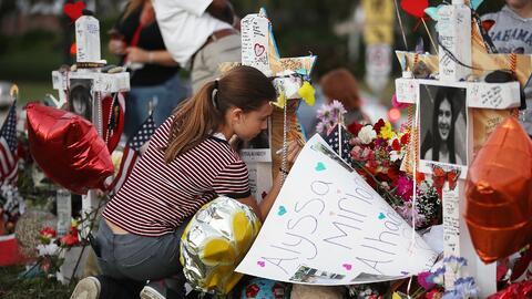 El tiroteo en la secundaria de Parkland dejó 17 muertos: 14 adolescentes...