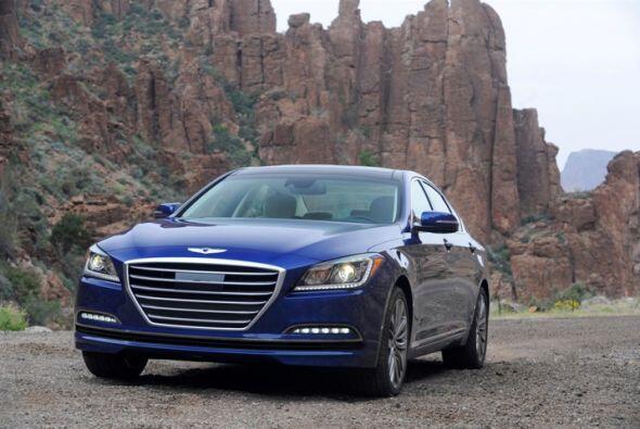 1) Hyundai Genesis- Diferencia durante el primer año: $16,600 (38.2%)