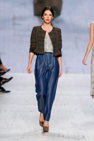 Estas prendas en colores como el negro, el marrón y el azul marino son r...