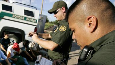 Cada día son arrestados aproximadamente 1,000 indocumentados en la frontera sur de Texas