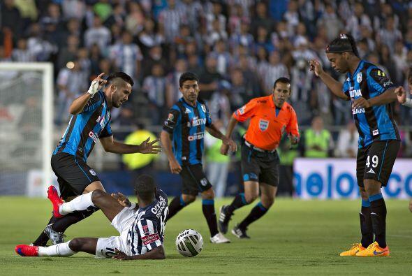 16.- En lo estrictamente futbolístico, Gallos resintió mucho más la aus...