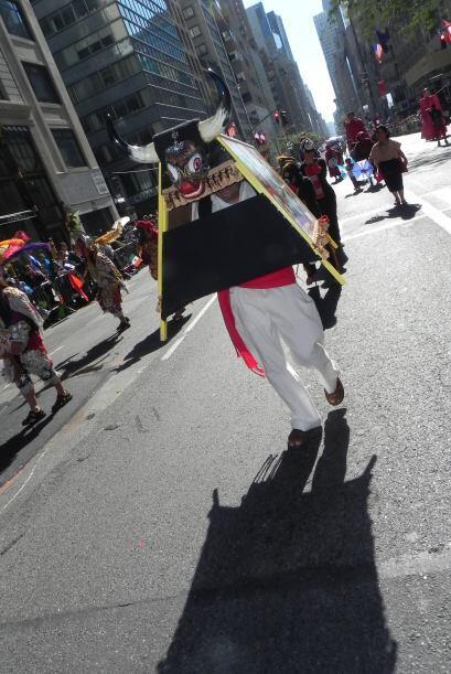 imágenes en el desfile de la Hispanidad cbaefaf2e8194059ac4adb8bd8ea6d81...