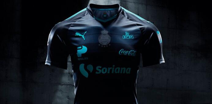 Las playeras para la temporada 2017-18 comenzaron a develarse Santos.jpg