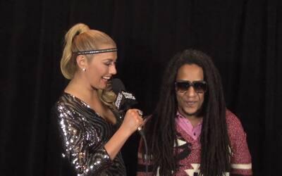 Luisa Fernanda habla con Tego Calderon despues de los Latin Grammy 2015