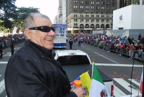 WADO 1280 en el desfile de la Hispanidad 93db1ff86c6c46bb9707cd27304e92a...
