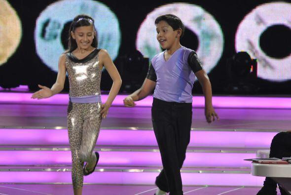 Nicole y Erick bailaron música disco.