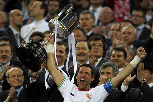 No hubo tiempo para más y el capitán Andres Palop recibió el trofeo.