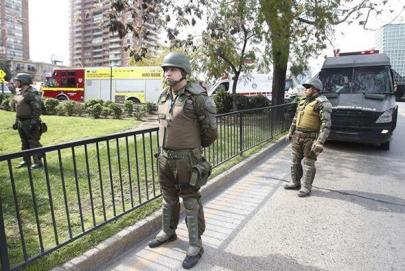 En los alrededores del lugar, decenas de policías custodian.
