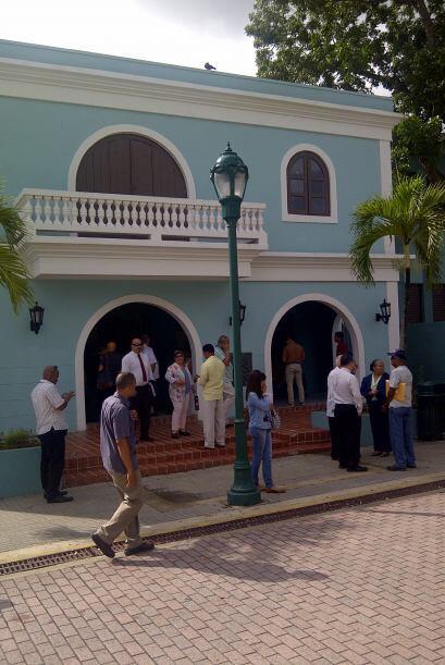 Alejandro Garcia Padilla, jefes de agencias y la secretaria de la gober...