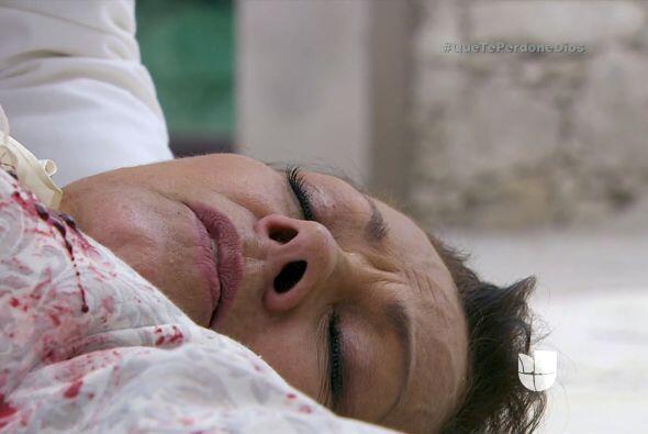 ¡No! Doña Vicenta ha muerto antes de poder confesar su secreto.