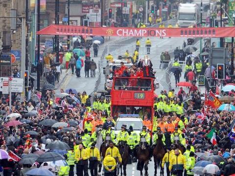 El Manchester United se olvidó por un momento de la derrota que s...
