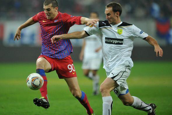 El Steaua Bucarest necesitaba los tres puntos para clasificar y enfrenta...