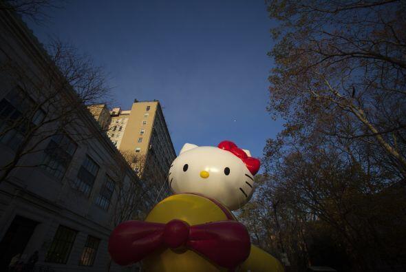 Entre los personajes que desfilan se encuentra la famosa gatita de orien...