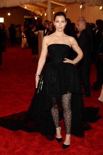 """El único """"pero"""" que le ponemos al outfit de Jessica Biel son esas medias..."""