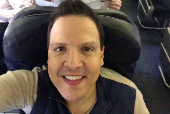 Raúl González compartió esta imagen ya dentro del avión, listísimo para...