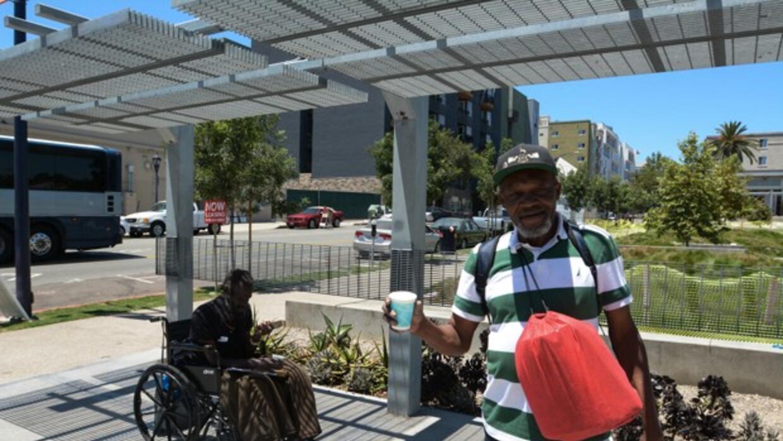 El pastor Gary Allen Peterson, en el barrio East Village de San Diego, h...