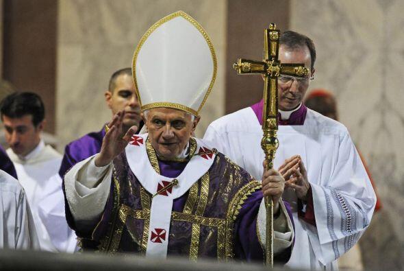 En Roma, el Papa Benedicto XVI inició la Cuaresma acudiendo al ritual de...