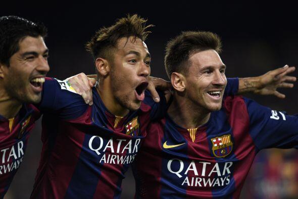 El Fútbol Club Barcelona aparece en cuarta posición, con un ingreso de 4...