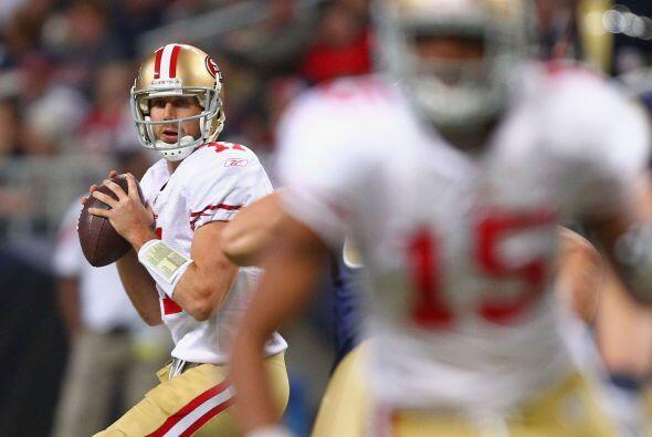 En los 49ers se encuentra el quarterback Alex Smith, quien firmó por un...