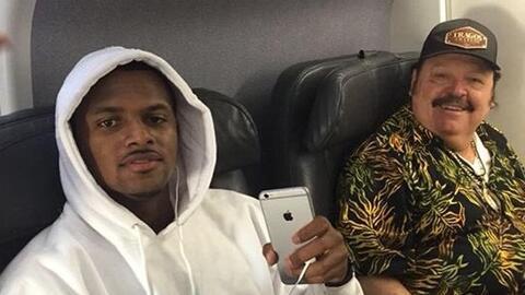 Ramón Ayala se econtró en el avión con la estrella de los Texanos de Hou...